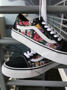 Vans Old Skool Digi Floral Skate Shoes - outfit Trendy adidas workout sneakers Vans Sneakers, Vans Customisées, Converse, Sneakers Workout, Vans Skate Shoes, Casual Sneakers, Vans Old Skool, Vans Shoes Fashion, Cute Vans