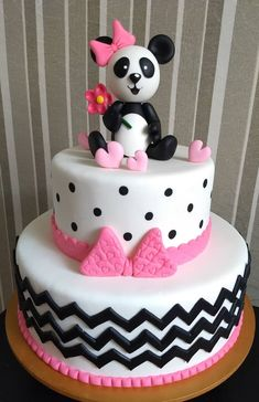 bolo panda fake #bolopanda #panda #festadobanda #decoracaodepanda #festabandarosa Valentine Day Wreaths, Valentines Day, Panda Themed Party, Bolo Panda, Party Themes, Brooklyn, Bb, Birthday, Cake