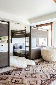BECKI OWENS Modern Bunk Room A kidfriendly cozy space with layers of warm neutrals rustic wood Benjamin Moore Swiss Coffee paint and brass accents Bunk Bed Rooms, Twin Bunk Beds, Kids Bunk Beds, Queen Bunk Beds, Trundle Beds, Adult Bunk Beds, Family Room Design, Kids Room Design, Room Kids