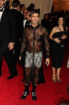 Marc Jacobs' fashion faux pas @ the 2012 Met Gala. http://marieclairvoyant.com/fashion-beauty/fashion-news/marc-jacobs-fashion-faux-pas