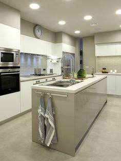 Molins Interiors // arquitectura interior - interiorismo - cocina - isla - almacenaje - mobiliario