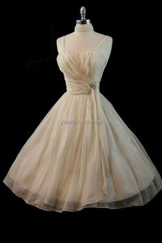 @Kimberly Peterson Peterson Woodman.....once again a beautiful dress that reminds me of beautiful you.