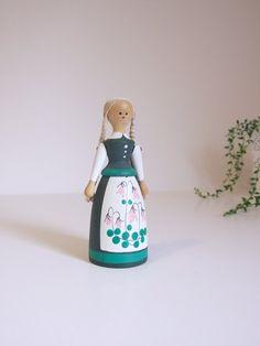 Muñeca sueca pintada a mano // Pequeña muñeca por tiendanordica