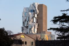 Frank Gehry's twisted Luma Arles tower set to open in June Architecture Images, Cultural Architecture, Frank Gehry, Tower Design, Unusual Homes, Romanesque, Architect Design, World Heritage Sites, Willis Tower
