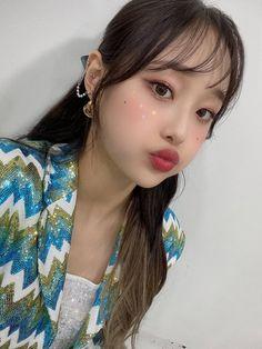 Loona Chuu South Korean Girls, Korean Girl Groups, Chuu Loona, Olivia Hye, Soyeon, Kpop Girls, Besties, My Girl, Make Up