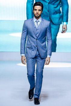 Image from http://www.dhresource.com/0x0s/f2-albu-g2-M01-CE-A8-rBVaG1QxDleAWWqGAAT0vIIk99E596.jpg/light-gray-tuxedo-groom-handsome-tuxedos.jpg.