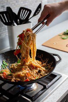 Drunken Rice Noodles with Pork - Lodge Cast Iron Iron Skillet Recipes, Stir Fry Recipes, Skillet Meals, Meat Recipes, Cast Iron Dutch Oven, Cast Iron Cooking, Boneless Pork Chops, Rice Noodles, Fries