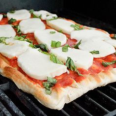 Grilled Margherita Pizza - Super easy recipe with few ingredients.