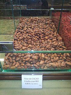 Fèves de Criollocrues. Ce rare et célèbre cacao originaire du Venezuela est l'un des favoris des plus grandspâtissiers. La Pistacherie (Paris)