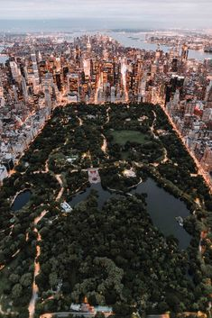 Style beaches Central Park from above - New York City photo by Trent Szmolnik ( on. Central Park from above - New York City photo by Trent Szmolnik ( on Unsplash Photo New York, New York City Photos, New York Pictures, Usa Pictures, Park Pictures, New York Trip, New York City Travel, New York Life, London Travel