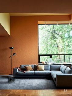 Living room in warm shades, painted in orange and yellow Burnt Orange Living Room, Accent Walls In Living Room, Paint Colors For Living Room, Living Room Interior, Colour Combinations Interior, Living Room Color Combination, Orange Accent Walls, Mustard Walls, Classic Living Room