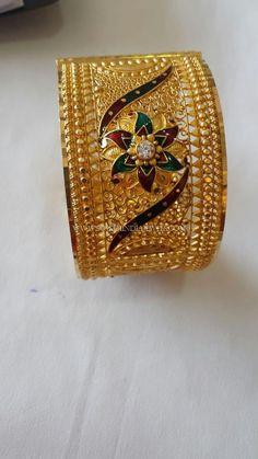 22K Big Gold Bangle Designs, Latest Big Bangles Collections 2017. Gold Bangles Design, Gold Earrings Designs, Gold Jewellery Design, Dubai Gold Jewelry, Gold Wedding Jewelry, Gold Souk, Antique Jewellery Designs, Bridal Bangles, Gold Jewelry Simple