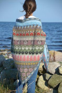 Fair Isle-the little houses are cute Knit Cowl, Knitted Shawls, Crochet Shawl, Knit Crochet, Tejido Fair Isle, Punto Fair Isle, Fair Isle Knitting, Knitting Yarn, Hand Knitting