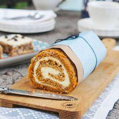 Den klassiska morotskakan i rulltårtsform. Sensommarens morötter gör sig bra i en saftig rulltårta! Bagan, Baking Recipes, Cake Recipes, Swedish Recipes, Baking Cupcakes, Something Sweet, Cakes And More, Bread Baking, Brie