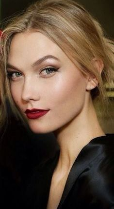Latest Makeup trends from berry lips of Dolce and Gabbana, Roberto Cavalli. And now, here's my honest opinion on Makeup Trends for Fall Winnter 2015 - 2016