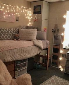 23 Most Popular Ways To Apartment Decorating College Bedroom Room Ideas Beds 43 College Dorm Room Ideas Apartment Bedroom beds College Decorating ideas popular room Ways College Bedroom Decor, Cool Dorm Rooms, College Dorm Rooms, Room Ideas Bedroom, Dorms Decor, College Dorm Bedding, Dorm Room Beds, Dorm Room Decorations, Lofted Dorm Beds