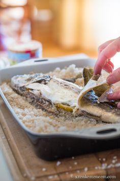 Sóban sült tengeri süllő - a bőrt először lefejtjük róla és úgy szedünk a húsból