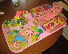 Jugar a la Casita: Casita/valijita VINTAGE de Pin y Pon Dollhouse Toys, Polly Pocket, Dessert Drinks, Desserts, Retro Toys, Vintage Dolls, Doll Toys, Amazing Cakes, Childhood Memories