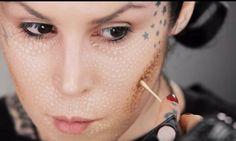 Hoe Kat von D haar make-up opbrengt