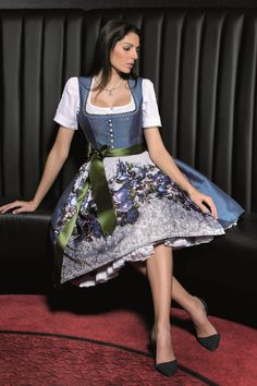 Seite-29 (Large) Dirndl Dress, Dress Up, Business Outfits Women, Beer Girl, German Fashion, Glamour, Folk Costume, Couture, Modest Outfits