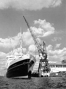 Nieuw Amsterdam 1938 Photos  -At the Wilhelminakade.  Rotterdam