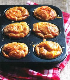 'n Lekker southappie vir teetyd. Bacon Muffins, Savory Muffins, Savory Tart, Savory Snacks, Breakfast Muffins, Kos, Muffin Pan Recipes, South African Recipes, Savoury Baking