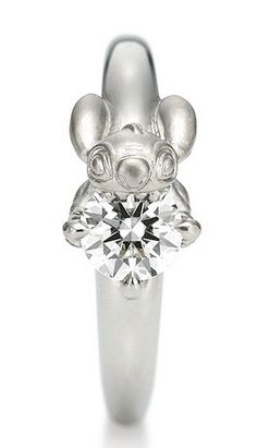 Disney wedding Stich wedding ring, wouldnt want, but adorable concept! Disney Engagement Rings, Disney Wedding Rings, Disney Rings, Disney Jewelry, Perfect Engagement Ring, Disney Weddings, Ring Engagement, Fairytale Weddings, Stitch Disney