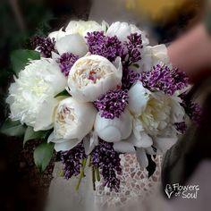 Via Fusion Flowers magazine. Lily Bouquet, Succulent Bouquet, Cascade Bouquet, Floral Bouquets, Wedding Bouquets, Design Floral, Floral Arrangements, Dream Wedding, Marriage