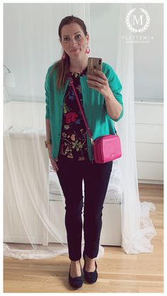 #FletteMia • Green Cashmere Cardigan: #JohnLewis • Floral Blouse: #HM • Black Trousers: #FloydNO • Black Flats: #Gabor Putting Outfits Together, Colorful Cakes, Black Trousers, Cashmere Cardigan, Floral Blouse, Black Flats, My Wardrobe, John Lewis, Bomber Jacket