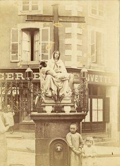 Fontaine Saint-Aurélien du quartier de la Boucherie, vers 1902 - Bfm Limoges