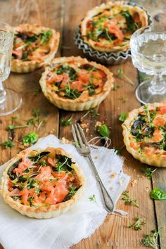 Ideas christmas brunch buffet mini quiches for 2019 Mini Quiches, I Love Food, Good Food, Yummy Food, Quiche Recipes, Brunch Recipes, Brunch Buffet, Christmas Brunch, Snacks