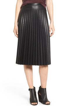 Showing off an edgier side in this lustrous pleated faux-leather skirt cut with a softly voluminous silhouette that's both chic and feminine.