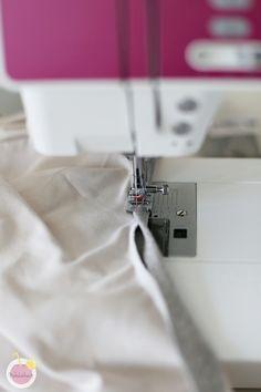 Kuinka huolitella pääntie kaksoisneulalla – Mehukekkerit Woven Fabric, Knitwear, Fabrics, Diy, Tejidos, Tricot, Bricolage, Do It Yourself, Knits