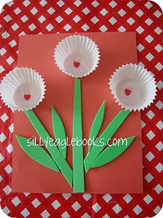 Valentine's Day Cupcake Liner Crafts Look at this for your toddler Cupcake Liner Crafts, Cupcake Liner Flowers, Cupcake Liners, Cupcake Flower, Cupcake Holders, Valentines Flowers, Valentine Day Crafts, Crafts To Do, Crafts For Kids