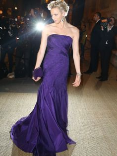Princess Charlene of Monaco arrives at a Ralph Lauren Collection Show and private dinner at Les Beaux-Arts de Paris on October 2013 in Paris, France. On this occasion Ralph Lauren celebrates the. Get premium, high resolution news photos at Getty Images Princesa Charlene, Fürstin Charlene, Princesa Grace Kelly, Monaco Charlene, Kelly Monaco, Princess Caroline, Princess Diana, Monaco Princess, Glamour