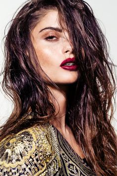 red lip with wet hair