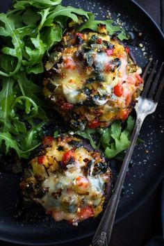 This may be the most delicious Vegetable Stuffed Portabella Mushrooms recipe! He… This may be the most delicious Vegetable Stuffed Portabella Mushrooms recipe! Healthy, easy and incredibly tasty! A Taste Love & Nourish reader favorite! Veggie Recipes, Whole Food Recipes, Diet Recipes, Cooking Recipes, Healthy Recipes, Snacks Recipes, Recipes Dinner, Salad Recipes, Dinner Ideas
