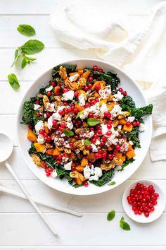 A fall-inspired roasted Hokkaido pumpkin and Tuscan kale salad tossed in a zingy lemon-sumac dressing. #ellerepublic #recipe #cleaneating #squash #kale #salad