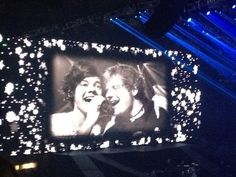 Harry and Ed Sheeran singing Little Things #MSG