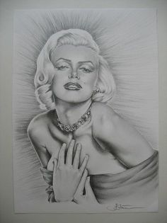 Original Pencil Drawing of Marilyn Monroe by Ileana Stancescu Hunter |  This image first pinned to Marilyn Monroe Art board, here: http://pinterest.com/fairbanksgrafix/marilyn-monroe-art/ || #Art #MarilynMonroe
