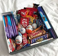DIY Candy Gift Boxes for Birthday Presents for Boys candy gift box Birthday Presents For Boys, Cute Birthday Gift, Birthday Gifts For Best Friend, Birthday Gifts For Boyfriend, Diy Birthday, Best Friend Gifts, Boyfriend Gifts, Birthday Present Diy, Boyfriend Gift Basket