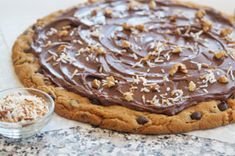 Cookie pecans, coconut, Philly chocolate and cookie dough Biscuit Pizza, Cookie Pizza, Pecan Brownies Recipe, Brownie Recipes, Oatmeal Cookie Recipes, Oatmeal Cookies, Coconut Cookies, No Bake Cookies, Chocolate Chip Cookie Dough