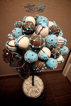Cake pop bouquet. Choose the colors and you've got a perfect bridal shower dessert. Totally going to do this.