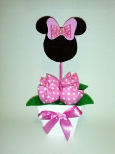 Cachepo em mdf pintado a mão com tulipas tecido e personagem em EVA. Lindos enfeites para o centro de mesa. Temos diversas cores de vaso e tulipas a sua escolha. R$ 15,90 Minnie Mouse Baby Shower, Baby Mouse, Mini Mouse, Minnie Mouse Party, Mouse Parties, Mickey Mouse, Minnie Birthday, 3rd Birthday Parties, Baby Party