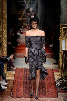 Moschino Fall 2016 Ready-to-Wear Fashion Show Cannot belive it, it s modern and better than Lanvin of some seasons ago.