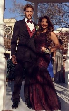 This girl prom dress is dope and classy against the trend of fitted Prom Girl Dresses, Prom Outfits, Couple Outfits, Ball Dresses, Couple Style, Couple Goals, Prom Goals, Prom Couples, Cute Black Couples