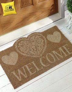 Diamo il benvenuto nella nostra casa con uno zerbino molto romantico , in versione beige