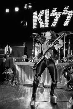 Kiss Band, Perfect Kiss, Peter Criss, Kiss Pictures, Kiss Photo, Love Gun, Paul Stanley, Ace Frehley, Hot Band