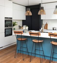 Modern handleless kitchen with an island | Blue island Modern family kitchen in London, UK.   Kitchen by Elan Kitchens, 55 New King's Road, London, SW6 4SE.  Tel: 020 7384 0511  Email: info@elankitchens.co.uk Website: www.elankitchens.co.uk Handleless Kitchen, Island Blue, Fulham, Modern Kitchens, Family Kitchen, Modern Family, London, Website, Interior