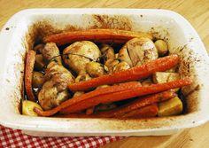 Fırında Tavuk Butlar Malzemeleri 4 adet Tavuk But – Baget 2-3 yemek kaşığı zeytinyağı 8-10 adet arpacık soğan 4-5 adet bebek patates 4-5 dal taze kekik 3 yemek kaşığı balzamik sirke 1 yemek kaşığı hardal 1 yemek kaşığı köri 1 su bardağı tavuk suyu 2 adet havuç Tuz Karabiber  Havuçları uzun doğrayın. Patatesleri 2'ye veya 4'e bölün. Arpacık soğanları soyun. Tavuk butları fırın kabına alın ve tüm malzemeleri kabın içine alıp harmanlayın.  Fırın kabınızın üzerini alüminyum folyo ile iyice ...